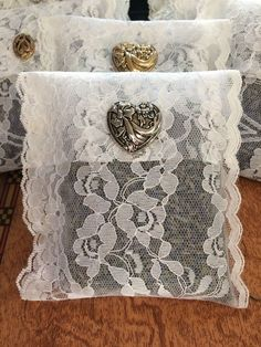 Lace Lavender Sachet 2019 Lace Lavender Sachet The post Lace Lavender Sachet 2019 appeared first on Lace Diy. Lavender Crafts, Lavender Bags, Lavender Sachets, Christmas Booth, Sachet Bags, The Quilt Show, Scented Sachets, Linens And Lace, Fabric Scraps