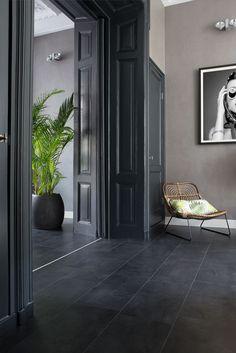 48 Easy Shower Design Ideas For Small Bathroom Dark Tile Floors, Grey Floor Tiles, Slate Flooring, Black Floor, Flur Design, Dark Interiors, Home Remodeling, Bathroom Renovations, Home And Living