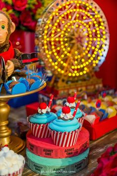 Ateliê Bela Época - Lembranças para festas: Festa Circo Vintage Carnival Themed Party, Party Themes, Birthday Candles, Birthday Cake, Circo Vintage, Baby Party, Baby Shower, Desserts, Cakes