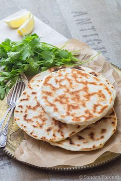Cheese Naan {Pains au Fromage indiens} - Cuisine Addict