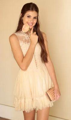 Inspire-se nos vestidos de renda das celebridades nas novelas, como o da Camila Queiroz como Angel.