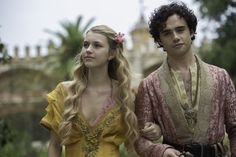 There is so much going on in that crazy HBO showGame of Thronesthat we rarely get to stop and appreciate the finer details that go into its creation. Michelle Carragher is the talented embroiderer and illustrator behind the lavish costumes worn by many of the characters, and her blog is like a