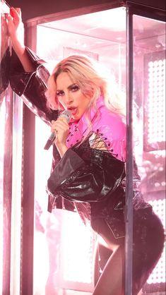 Lady Gaga Madonna, Leidi Gaga, Joanne Lady Gaga, Lady Gaga Pictures, A Star Is Born, Hollywood Celebrities, Our Lady, American Singers, Coachella