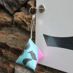 Porte-clés berlingot en voile de bateau Ideas, Home Decor, Key Fobs, Recycling, Bag, Decoration Home, Room Decor, Home Interior Design, Thoughts
