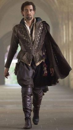 Tudor Costume/Clive Owen as Sir Walter Raleigh. Elizabeth: The Golden Age. Renaissance Mode, Costume Renaissance, Medieval Costume, Renaissance Fashion, Tudor Fashion, Men's Fashion, Tudor Costumes, Period Costumes, Movie Costumes