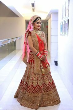 Get yourself dressed up with the latest lehenga designs online. Explore the collection that HappyShappy have. Select your favourite from the wide range of lehenga designs Indian Bridal Photos, Indian Bridal Outfits, Indian Bridal Fashion, Indian Bridal Wear, Indian Wedding Lehenga, Bridal Lehenga Choli, Bridal Lehnga Red, Wedding Sarees, Muslim Wedding Dresses