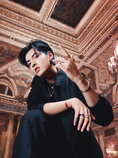 Kris Wu, Korean Boys Hot, Photoshoot Pose Boy, Rapper, Park Bo Young, Wu Yi Fan, Exo Memes, Kpop Guys, Picture Collection