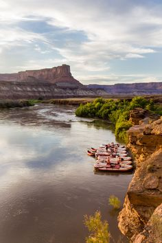 A beautiful camp in Cataract Canyon on the Colorado River. Colorado River Rafting, Canyonlands National Park, Down The River, Whitewater Rafting, North Sea, Places To See, Monument Valley, Utah, National Parks
