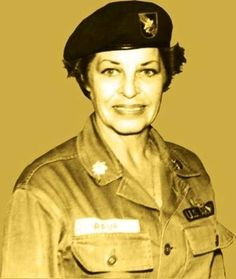 The only woman buried in the Special Forces cemetery at Fort Bragg, NC. Martha Raye She was a famous comedian and did lots of USO shows with Bob Hope Tilda Swinton, Maria Callas, Great Women, Amazing Women, Ute Lemper, Fortes Fortuna Adiuvat, Martha Raye, Military History, Military Honors