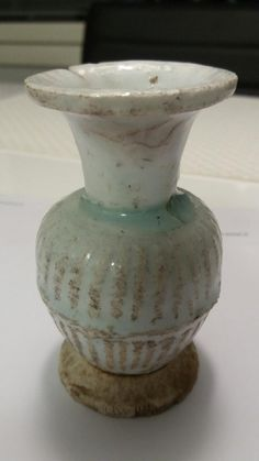 White/blues Glazed Vase hand made by Dehua Kiln in Song Dynasty
