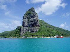 Maupiti - La pointe Patito à l'entrée du lagon.