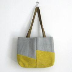 BLOQ Tote (gris y mostaza) Bolsa de gamuza; forrado en lino; manijas de cuero curtido al vegetal