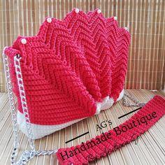 #handmade #crochet #luxury #purse #seashell #red #white #fashion #chains #ilovecrochet #crochetaddiction White Fashion, Sea Shells, Chains, Crochet Hats, Boutique, Purses, Luxury, Red, Handmade