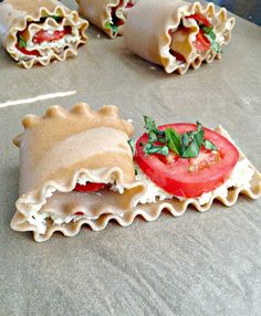Gotta try--Everyday is a Holiday: Plum Tomato & Basil Lasagna Roll Ups Yummy Treats, Yummy Food, Easy Tomato Sauce, Vegetarian Main Dishes, Vegetarian Meals, Lasagna Rolls, Eating Light, Plum Tomatoes, Homemade Sauce