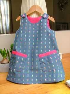 DIY - sew - retro little girl dress . DIY - sew - retro little girl dressDIY - sew - retro little girl dress How easy is this and so pretty. Little Girl Dress Patterns, Baby Girl Dress Design, Cotton Frocks For Kids, Kids Frocks, Cute Outfits For Kids, Baby Outfits, Little Girl Dresses, Girls Dresses, Baby Girl Frocks
