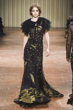 See the complete Alberta Ferretti Fall 2017 Ready-to-Wear collection.