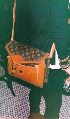 vintage LV: Louis Vuitton keeps on inventing itself and is successful because it adapts to the need of its customers. Vintage Purses, Vintage Bags, Vintage Handbags, Lv Handbags, Louis Vuitton Handbags, Vuitton Bag, Cheap Purses, Purses And Bags, Lv Bags