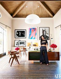 87 Stylish Things from Kourtney Kardashian's Calabasas, California, House Architectural Digest Casa Da Khloe Kardashian, Kardashian Jenner, Kylie Jenner, Calabasas Homes, California Homes, Calabasas California, California Style, California Fashion, Tuscan Style