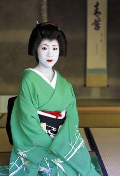 Geiko Toshihana of Miyagawacho wearing a bamboo kimono by karuna986 - blog She's now retired.