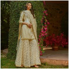 Bridesmaid Dresses to give all you Indian Bridesmaids out there tons of inspiration for the upcoming Wedding Season! Indian Bridesmaid Dresses, Pakistani Bridal Dresses, Pakistani Dress Design, Indian Wedding Outfits, Pakistani Outfits, Bridal Outfits, Indian Dresses, Indian Outfits, Shadi Dresses