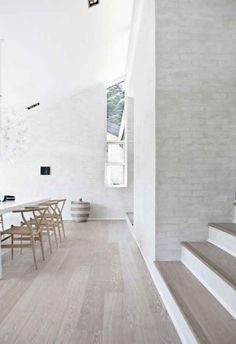 Here we showcase a a collection of perfectly minimal interior design examples for you to use as inspiration.Check out the previous post in the series: 36 Examples Of Minimal Interior Design 9.