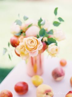 Pretty peach summer centerpiece - learn  how to create a stunning summer centerpiece in just 10 minutes