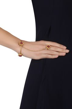 Ahilya Jewels presents Gold plated textured flower and ruby stones haath phool available only at Pernia's Pop Up Shop. Antique Jewellery Designs, Gold Bangles Design, Gold Jewelry Simple, Hand Chain, Hand Jewelry, Gold Fashion, Indian, Earrings, Collection