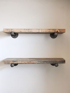 to Build DIY Industrial Pipe Shelves Learn how to Build these Easy DIY Industrial Pipe Shelves.Learn how to Build these Easy DIY Industrial Pipe Shelves. Plumbing Pipe Shelves, Diy Pipe Shelves, Industrial Pipe Shelves, Rustic Shelves, Floating Shelves, Shelves With Pipes, Easy Shelves, Book Shelves, Industrial Home Design
