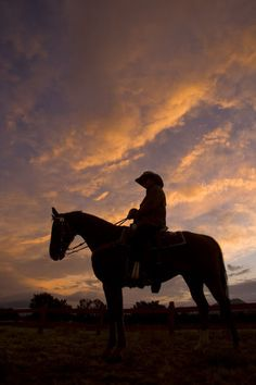 Western Cowboys Horseback | Silhouetted cowboy actor on horseback on an old western movie set ...