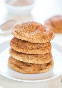 The Best Snickerdoodles - Soft, pillowy puffs that are so irresistible! The closest snickerdoodle cookies to Mrs. Fields snickerdoodles that you'll find! Köstliche Desserts, Delicious Desserts, Dessert Recipes, Yummy Food, Restaurant Dishes, Restaurant Recipes, Snicker Doodle Cookies, Snicker Doodles, Snickerdoodle Recipe