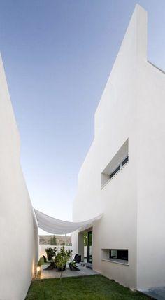 Vivienda Dionisio, Granada, 2005 http://bit.ly/HnDkwN by Luis Ceres - Architect #archilovers #architecture #design #outdoor