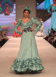Doñana D´flamenca 2018- Manuela Macías Flamenco Costume, Flamenco Dancers, Painted Toy Chest, Abaya Fashion, Fashion Dresses, Spanish Dancer, Spanish Fashion, Frocks, Winter Fashion