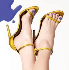 Vamos Combinar? Veja qual cor de esmalte usar com as sandálias-hit da temporada