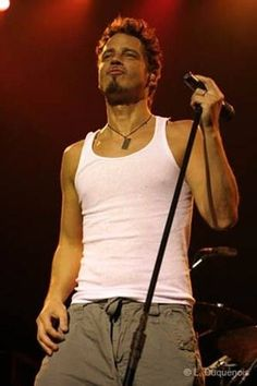 Chris Cornell: The man has an AMAZING VOICE! One of my favorites!!!!