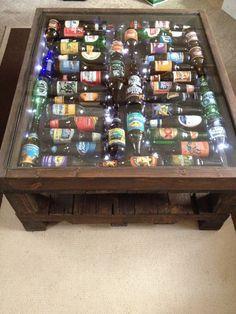He encontrado este interesante anuncio de Etsy en https://www.etsy.com/es/listing/180669588/beer-bottle-coffee-table-with-led-lights