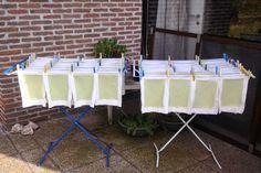 Een tijdje geleden kreeg ik van Duimelijntje , een blogvriendinnetje een hele tas vol met felgroene papierstroken. Ze had ze gescheurd uit ... Diy Paper, Paper Art, Paper Crafts, Diy Resin Crafts, Fun Crafts, Papercrete, Seed Paper, Pumpkin Crafts, Origami