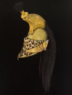 Une des places les plus populaires où on retrouve un charmant imprimé léopard est sur les casques des dragons français (cavalerie). Ici sur poil de vache ou de veau, pour ce casque du régiment de dragons de la Garde Impériale de 1804. Lui aussi conservé au Musée de l'Armée de Paris.