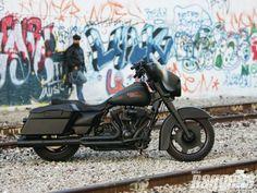 harley davidson road glide bagger for sale Classic Harley Davidson, Harley Davidson Street Glide, Harley Davidson Motorcycles, Custom Motorcycles, Custom Bikes, Hd Street Glide, Bagger Motorcycle, Motorcycle Garage, Garage Accessories