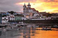 """7 merveilles à voir dans les îles des Açores   via Le Figaro   29/06/2015 """"Le tourisme vers l'île portugaise est dopé par l'essor des vols low-cost. C'est l'occasion de redécouvrir cet archipel de toute beauté. Panoramas exceptionnels, lagunes et caldeiras: demandez le programme des merveilles des Açores! #Portugal Le plus grande des églises se découpe dans l'horizon. Plus loin dans la petite île, les visiteurs pourront découvrir les anciens forts de São João Baptista et Saint-Sebastien."""