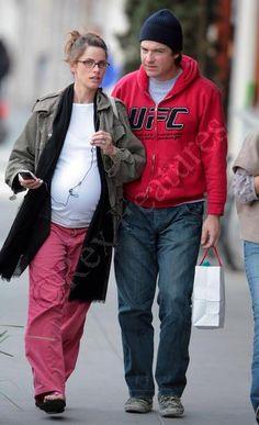 Pregnant Amanda Peet