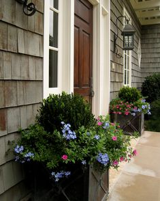 {front porch planters under coach-lights.} Love doing this look. {front porch planters under coach-l Front Porch Planters, Garden Planters, Front Porches, Boxwood Planters, Porch Urns, Planters Flowers, Black Planters, Front Porch Furniture, Beautiful Front Doors