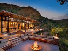 今回は、一度は泊まってみたいアフリカの絶景ホテルをご紹介いたします。 ポツンとサバンナの中に設置されてるコテージもあり、さすがアフリカ!大自然感が凄いです!  1.ライオン・サンズ (南アフリカ)...
