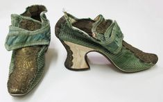 c1710s. European. Silk. Leather 18th Century Clothing, 18th Century Fashion, Vintage Shoes, Vintage Outfits, Vintage Closet, Vintage Purses, Vintage Clothing, Image Mode, Custom Made Shoes