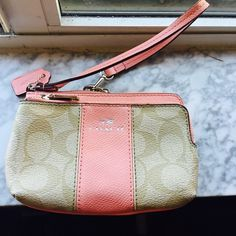 Coach wristlet Great condition coach wristlet Bags Clutches & Wristlets