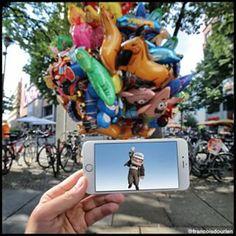 Carl está se deixando levar pelos balões da rua. | Fotógrafo usa seu iPhone para inserir personagens da cultura pop na vida real