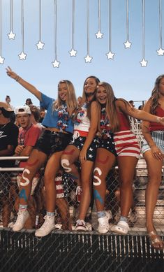american night / football theme / game / FNL american night / football theme / game / FNL The post american night / football theme / game / FNL appeared first on Welcome! High School Football Games, Football Themes, Football Outfits, Hs Football, Football Tattoo, Football Drills, Cute Friend Pictures, Best Friend Pictures, Bffs