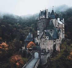 This wonderful Wall Art Print is made for all Home Decoration Lovers : this Printable Art of an Amazing Landscape Photography is perfect for art Print. See our Must have Decoration DIY for ideas. Beautiful Castles, Beautiful Buildings, Burg Eltz Castle, Places To Travel, Places To See, Travel Destinations, Monuments, Road Trip, Le Shop