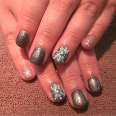 'Tis the Season for Christmas nails by Taisly @seasonssalonanddayspa @taislysnails #handpainted #christmasnails #nailart #naildesigns #gelpolish #glitter #seasonssalon #fullset #acrylic #gel #Padgram