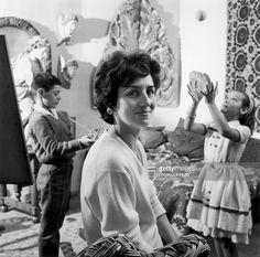 Françoise Gilot, Picasso's wife and their kids. Picasso, Francoise Gilot, Source Of Inspiration, Special Person, Che Guevara, Fine Art, Gallery, Artist, Image