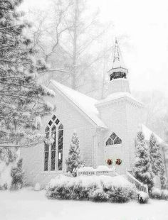 Church in Winter White ~ Christmas : peekingthruthesunflowers Winter Szenen, Winter Magic, Winter Christmas, Winter White, Snow White, Christmas Morning, White Christmas Snow, Maine Winter, Christmas Wreaths